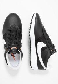 Nike Golf - CORTEZ - Golfové boty - black/white/metallic gold - 1