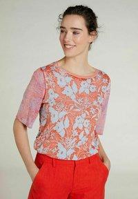 Oui - Print T-shirt - pink red - 0