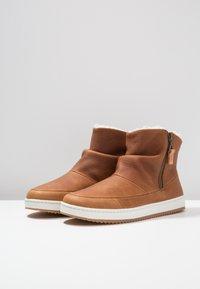 HUB - RIDGE - Ankle boot - cognac/offwhite - 4
