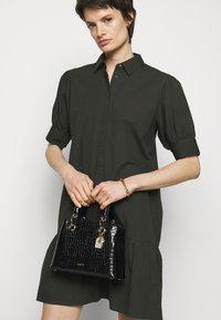DKNY - TONI SATCHEL MINI SHINY EMBOSSED CROCO - Handbag - black/gold - 0