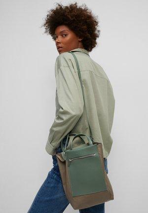 Across body bag - nutshell brown / green