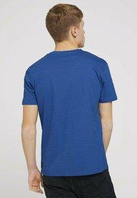 TOM TAILOR DENIM - Print T-shirt - shiny royal non solid - 2