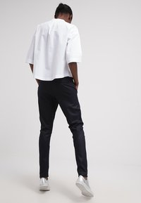 Fiveunits - JOLIE - Trousers - navy coated - 2