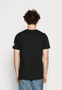 Redefined Rebel - TEE OPTION - Print T-shirt - black - 2