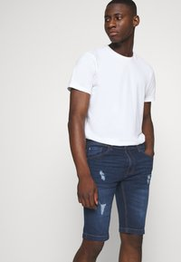 Redefined Rebel - HAMPTON - Denim shorts - mid blue - 3
