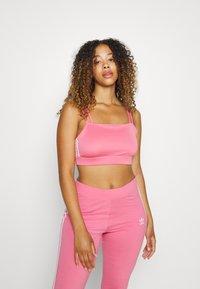 adidas Originals - BRA ORIGINALS ADICOLOR PRIMEGREEN TOP FITTED - Top - rose tone - 0