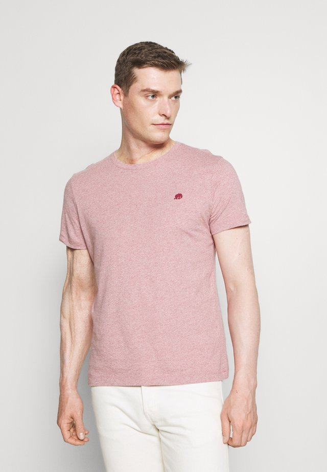 LOGO SOFTWASH TEE - T-shirt con stampa - raspberry heather