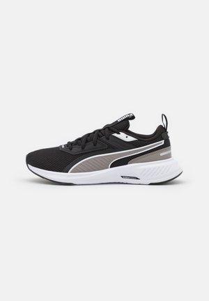 SCORCH RUNNER JR UNISEX - Neutral running shoes - white/steeple gray/black