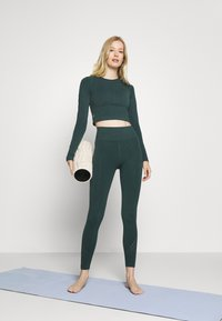 ONLY Play - ONPJAVO CIRCULAR CROPPED - Long sleeved top - darkest spruce - 1