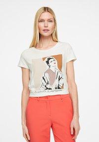 comma - Print T-shirt - white placed print - 0