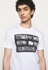 PS Paul Smith - MENS SLIM FIT NEGATIVES - Print T-shirt - white - 3
