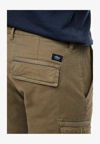 s.Oliver - REGULAR FIT - Shorts - khaki - 6