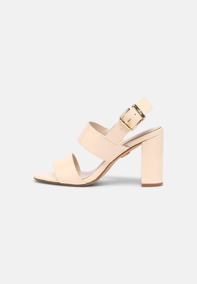 VEGAN ROMAINE - Sandalen - beige