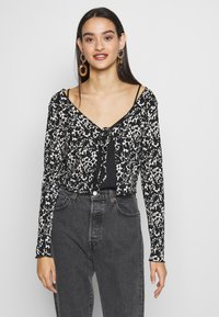 Topshop - ABSTRACT CRINKLE - Gilet - black - 0