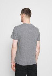 Lyle & Scott - WAFFLE - Basic T-shirt - mid grey marl - 2