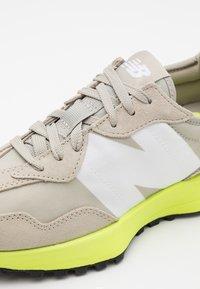 New Balance - 327 UNISEX - Trainers - grey oak - 5