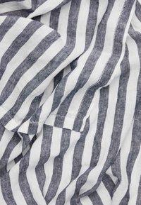 Frescobol Carioca - TOWEL MEDIUM STRIPE - Badehåndkle - midnight blue/white - 1