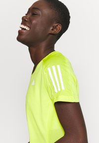 adidas Performance - OWN THE RUN TEE - T-shirt con stampa - acid yellow - 4