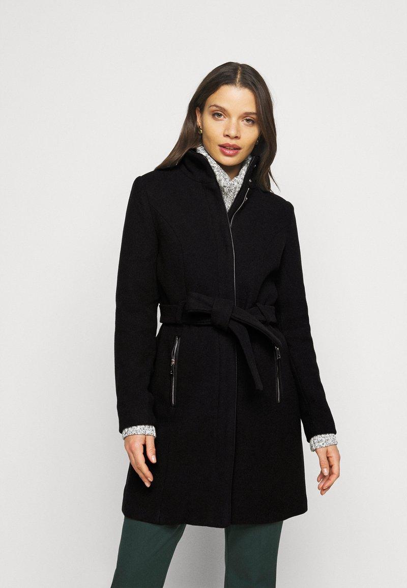 Vero Moda Petite - VMCLASSBESSY JACKET - Klassisk kåpe / frakk - black