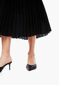 s.Oliver BLACK LABEL - CRÊPE - A-line skirt - true black - 5