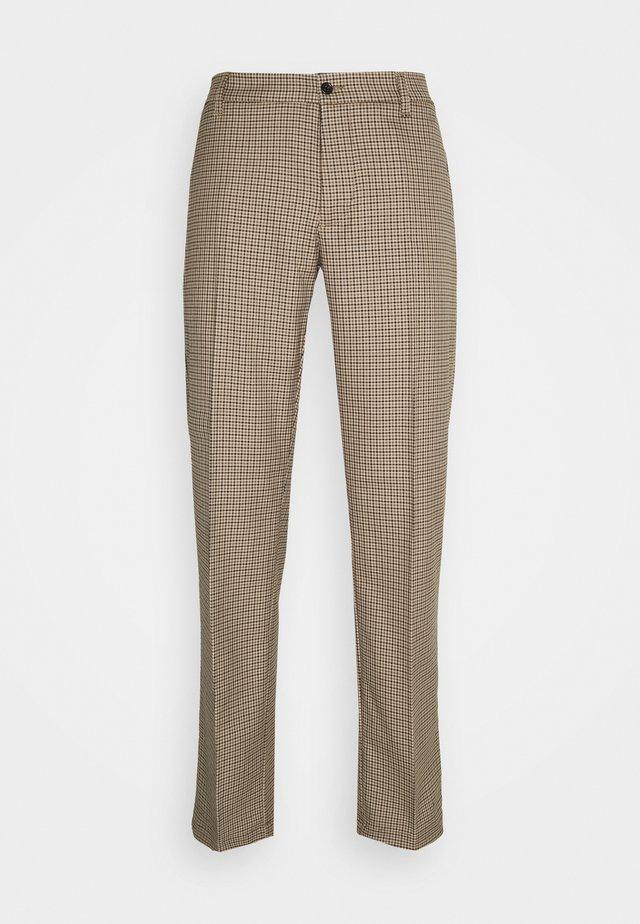 EIK BLEEK PANTS - Kalhoty - brown