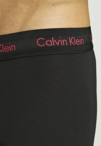 Calvin Klein Underwear - STRETCH LOW RISE TRUNK 3 PACK - Pants - black - 6