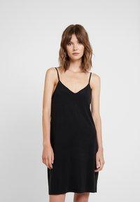 Samsøe Samsøe - KRISTA SLIP DRESS - Žerzejové šaty - black - 0