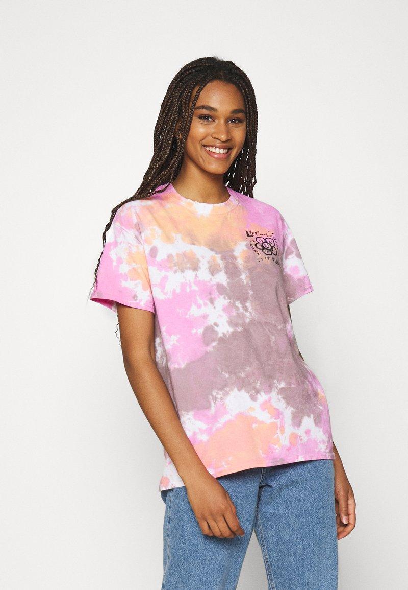 BDG Urban Outfitters - MAKE IT FUN TIE DYE TEE - Print T-shirt - pink