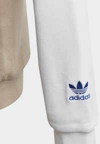 adidas Originals - LARGE TREFOIL HOODIE - Jersey con capucha - white - 4