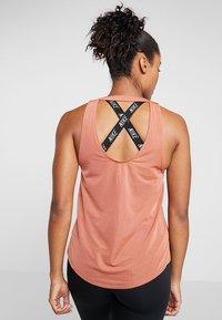 Nike Performance - MILER TANK BREATHE - Camiseta de deporte - dusty peach/reflective silver - 2