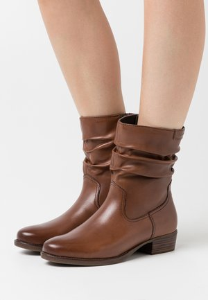 BOOTS  - Bottines - cognac