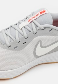 Nike Performance - REVOLUTION 5 - Neutral running shoes - platinum tint/summit white/grey fog/white/yellow/chile red - 5