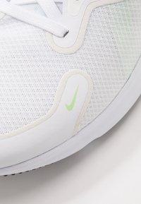 Nike Performance - REACT MILER - Hardloopschoenen neutraal - white/black/vapor green/hyper jade - 5