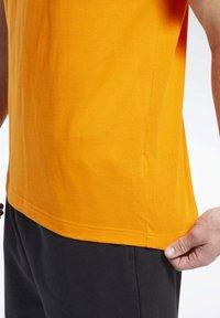 Reebok Classic - CLASSICS VECTOR T-SHIRT - Print T-shirt - orange - 5