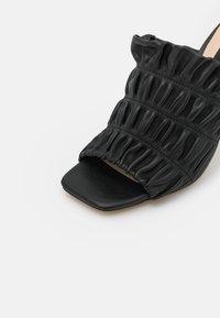 Pinko - CAMELLIA SABOT  - Pantofle na podpatku - black - 6