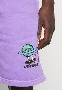 Vintage Supply - OVERDYE BRANDED - Shorts - lilac - 6
