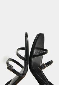 Bershka - MIT HALBHOHEM ABSATZ - Sandály na vysokém podpatku - black - 6