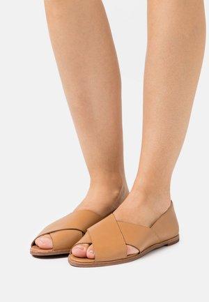 AVA PEEPTOE FLAT  - Baleríny sotevřenou špičkou - amber brown