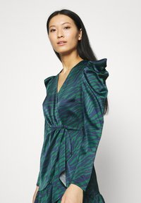 Who What Wear - WRAP OVER PARTY DRESS - Cocktail dress / Party dress - green - 3
