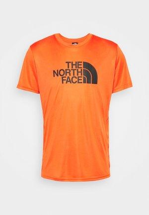 MENS REAXION EASY TEE - Print T-shirt - flame