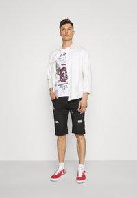 INDICODE JEANS - COMMERCIAL KEN HOLES - Denim shorts - black - 1