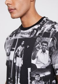 Diamond Supply Co. - MONTAGE TEE - T-shirt med print - black/white - 4
