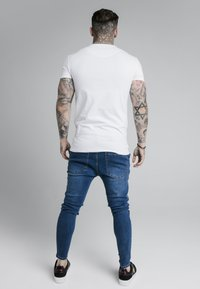SIKSILK - ASTRO GYM TEE - T-shirt - bas - white - 2