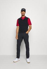 Nike Golf - DRY SPEED - Funkční triko - gym red/white - 1