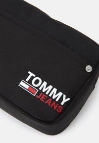 Tommy Jeans - WASHBAG - Wash bag - black - 3