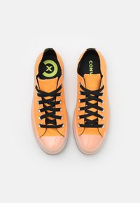 Converse - CHUCK TAYLOR ALL STAR UNISEX - Sneakers alte - flash orange/black/lemon - 3
