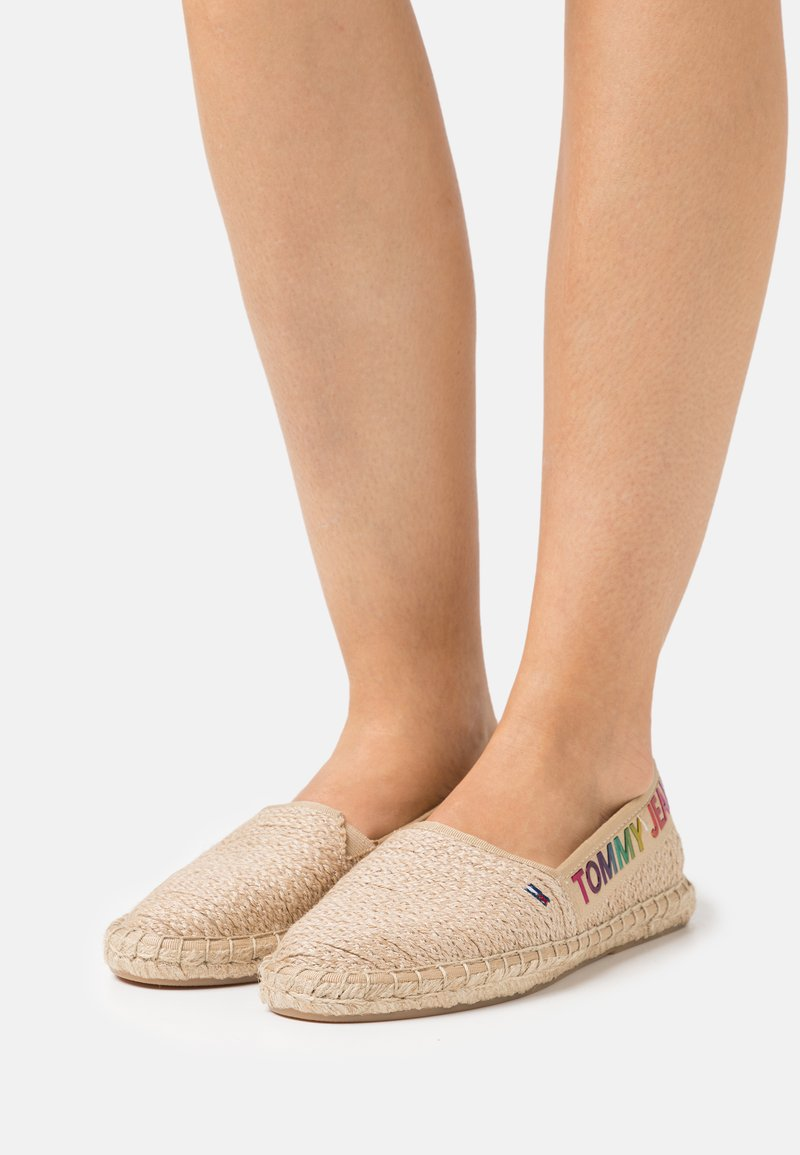 Tommy Jeans - RAINBOW BRANDING - Espadrilky - natural