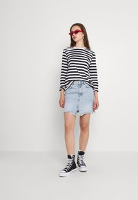 Pieces - Long sleeved top - black/bright white - 1