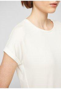 Q/S designed by - Basic T-shirt - cream - 3
