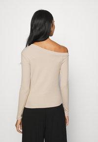 KENDALL + KYLIE - ASIMETRIC SHOULDER  - Long sleeved top - beige - 2